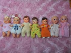 BARBIE BABY & VINTAGE RUBBER SHACKMAN DOLLHOUSE BABY LOT~ NICE DRESSED DOLLS~