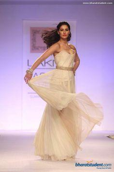 Shehlaa Lakme Fashion week 2014 Lakme Fashion Week, India Fashion, Ethnic Wedding, Prom Dresses, Formal Dresses, 4 Photos, Resorts, Desi, Photo Galleries