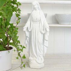 En underbar vit madonnastaty i polyresin. Madonna, Home Decor, Decorations, Decoration Home, Room Decor, Interior Design, Home Interiors, Interior Decorating