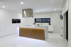Cuisine design et minimaliste (Compac Quartz Blanc Absolut)