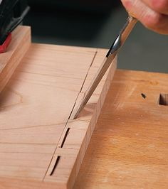 4 Tips for Dovetailing by Hand - Popular Woodworking Magazine Source by meldumo wood work,wood work Woodworking Joints, Learn Woodworking, Woodworking Workshop, Woodworking Techniques, Easy Woodworking Projects, Popular Woodworking, Woodworking Furniture, Woodworking Plans, Workbench Plans