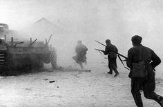 Dezember 1942: Russische Soldaten versuchen, ein von den Nazis besetztes Gebiet im Nordwesten der Stadt zurückzuerobern. Quelle: Die Zeit