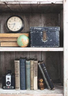 Ideas-for-Shelf-Styling-with-Vintage-Finds