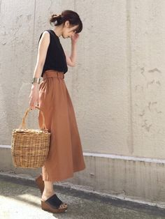 Street Style Summer, Street Style Women, Shirt Skirt, What I Wore, Vintage Fashion, Vintage Style, Everyday Fashion, Midi Skirt, Cool Outfits