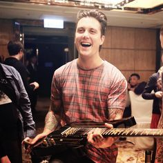 This is an incredible picture😍😍😍Thanks to for posting such great pictures❤️🤘🏻 Avenged Sevenfold, Jimmy The Rev Sullivan, Zacky Vengeance, Synyster Gates, Best Guitarist, Welcome To The Family, Cute Celebrities, Stuff And Thangs, Shows