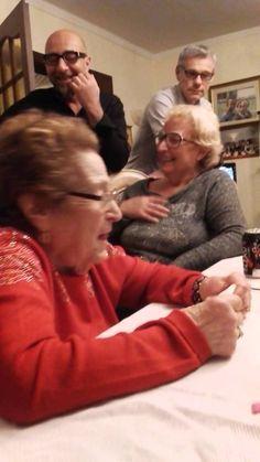 La nonna napoletana  La nonna napoletana credo parlare a sua sorella. Risate assicurate   MOOD FUNNY DIVERTENTE