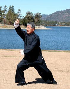 Yang Style Tai Chi Chuan,   Strike Tiger Right,   Grand Master Tung Kai Ying    http://www.tungkaiying.com/master.shtml  #taichi #martialarts #tungkaiying #yang