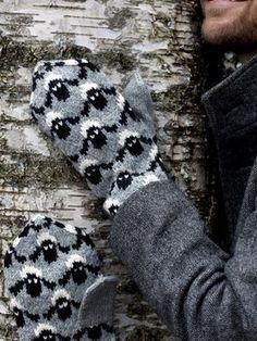 Fårvantar Novita 7 hermanos | tejidos de punto Novita Knitted Mittens Pattern, Knit Mittens, Knitted Gloves, Knitting Socks, Wrist Warmers, Hand Warmers, Knitting Charts, Knitting Patterns, Crochet Patterns