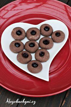 Sádláčky jsou jedno zcukroví, které se u nás dělalo, když jsem byla malá. Nikdy jsem je moc nemusela, a postupem času jsme je i přestali na Vánoce péct. Letos jsem viděla, jak je peče moje ségra a po letech jsem je tak zase ochutnala. No, co myslíte? Šla jsem je hned péct taky! Sádláčky jsou … Cookies, Cake, Food, Internet, Hampers, Crack Crackers, Biscuits, Kuchen, Essen