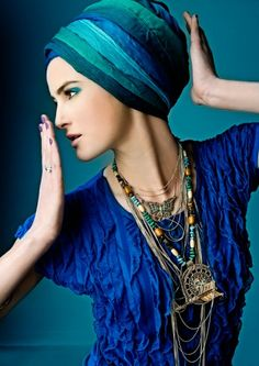 fr in love with this ethnic look - Turquoise turban Ethno Style, Bohemian Style, Boho Chic, Bohemian Gypsy, Blue Fashion, Look Fashion, Hijab Fashion, Hippie Fashion, Style Bleu