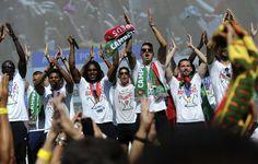 Esta foi uma segunda feira inesquecível para o país. Os campeões europeus foram recebidos em euforia na Alameda D. Afonso Henriques, em Lisboa, depois de várias horas a percorrer uma cidade que parou, para os ver passar. A euforia e a emoção dominaram o ambiente da receção da equipa portuguesa.