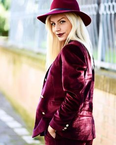 We love this red velvet suit! Preppy Outfits, Fall Fashion Outfits, Stylish Outfits, Cute Outfits, Dress Outfits, Women's Fashion, Velvet Suit Design, Red Velvet Suit, Fashion Colours