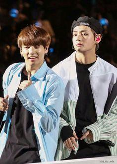 wow the taekook feels Vlive Bts, Jungkook V, Bts Bangtan Boy, Taehyung 2017, Bts Boys, Taekook, K Pop, Wattpad, Video Daddy