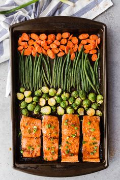 Healthy Lunch Ideas Discover 12 Sheet Pan Meals For Easy Weeknight Dinners Teriyaki Salmon: An easy and flavorful meal prep dish with very little clean up! You get flaky delightful salmon and roasted veggies. Easy Meal Prep, Healthy Meal Prep, Healthy Snacks, Healthy Eating, Healthy Recipes, One Pan Meal Prep, Meal Prep For The Week Low Carb, Meal Prep Recipes, Diabetic Dinner Recipes