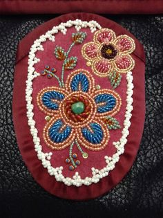 Border, rope stitch with three accent beads. Iroquois moccasin vamp, raised beadwork by Sadie Thompson Indian Beadwork, Native Beadwork, Native American Beadwork, Beading Patterns Free, Seed Bead Patterns, Floral Patterns, Beaded Moccasins, Beadwork Designs, Bead Sewing