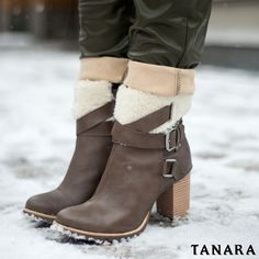 Foto direto do inverno de Nova York... Estivemos por lá acompanhando de perto as novidades da Fashion Week  já usando novidades Tanara nos pés é claro!  #nyfw #TanaraNYFW #shoesfirst