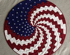 A New Spin on Old Glory Wall Hanging Bargello Quilt Patterns, Bargello Quilts, Barn Quilt Patterns, Quilting Patterns, Quilting Projects, Quilting Templates, Jellyroll Quilts, Rag Quilt, Quilting Ideas