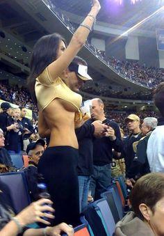 Belo motivo para ir ao Futebol.  I could be a Saints Fan
