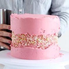 Buttercream Cake Designs, Buttercream Cake Decorating, Cake Decorating Designs, Creative Cake Decorating, Cake Decorating Techniques, Cake Decorating Tutorials, Pretty Birthday Cakes, Pretty Cakes, Birthday Cake Video