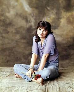 Linda Ronstadt saw her in concert opening for Neil Young in Linda Ronstadt, Beautiful Voice, Female Singers, Her Music, Guys And Girls, Rock Girls, Music Artists, Role Models, Hollywood