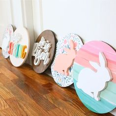 Holiday decor by The Trendy Timber. Round wood signs that are perfect for mantel decor decorating signs Easter Signs! Easter Projects, Easter Crafts, Easter Decor, Spring Crafts, Holiday Crafts, Holiday Decor, Crafts To Sell, Diy Crafts, Diy Ostern