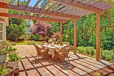 Traditional Patio with Potted plant, Fence, Outdoor wicker furniture, Trellis, exterior brick floors, exterior stone floors