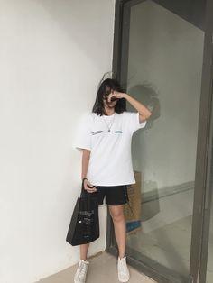 Korean Girl Fashion, Korean Fashion Trends, Korean Street Fashion, Asian Fashion, Look Fashion, Fashion Outfits, Tokyo Fashion, Boyish Outfits, Cute Casual Outfits
