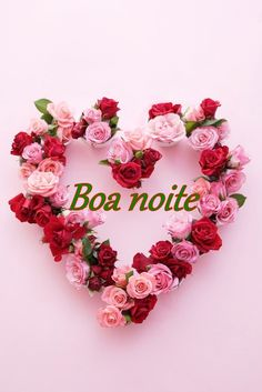 Boa noite Romantic Roses, Beautiful Roses, Simply Beautiful, Floral Wreath, Flower Wreaths, Altar Decorations, Heart Wreath, Buttercream Flowers, Hanging Baskets