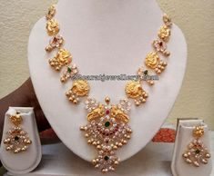 22 carat gold antique work light weight parrot motifs and pachi work flower motifs combination medium size simple parrot necklace Gold Earrings Designs, Gold Jewellery Design, Necklace Designs, Gold Designs, Light Weight Gold Jewellery, Gold Jewelry Simple, Jewelry Patterns, Beaded Jewelry, Bridal Jewelry