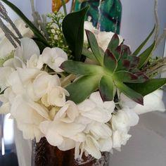 awesome vancouver florist Catherine's white bouquet#succelents#loiskeaneflowers by @loiskeaneflowers  #vancouverflorist #vancouverflorist #vancouverwedding #vancouverweddingdosanddonts