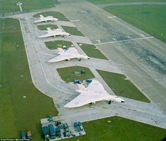 Vulcan of 83 Squadron at RAF Waddington, Lincolnshire, in The Cuban Missile Crisis would happen the next year Air Force Aircraft, Navy Aircraft, Military Jets, Military Aircraft, Military Weapons, V Force, War Jet, Avro Vulcan, Royal Air Force