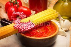 tomato sauce with raw spaghetti