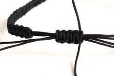 Der Verschluss des Armbands wird ebenfalls in der Grundtechnik gearbeitet.