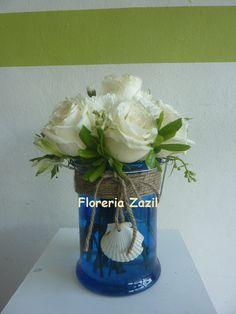 centro de mesa blanco y azul