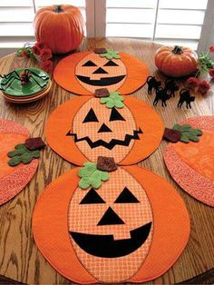 Learn how to sew these creative Pumpkin place mats, table runners or table toppers for the fall and Thanksgiving season, or try the Jack-O-Lanterns for a fall birthday or Halloween party! Halloween Quilts, Halloween Sewing, Halloween Crafts, Halloween Decorations, Halloween Placemats, Halloween Party, Vintage Halloween, Vintage Witch, Halloween Signs