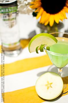 Green Apple Martini drink recipe with oz SMIRNOFF® Green Apple Flavored Vodka, oz Apple Schnapps, 1 splash sour mix and 1 slice apple. Fill shaker with ice. Party Drinks Alcohol, Vodka Drinks, Fun Drinks, Alcohol Shots, Mixed Drinks, Beverages, Smirnoff Green Apple, Detox Cleanse Drink