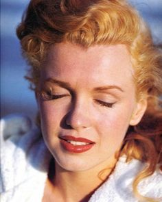 Marilyn Monroe photographed by Andre de Dienes, 1949 Marilyn Monroe, Long Island, Bombshell Beauty, She Girl, Sexy, Portraits, Norma Jeane, Old Hollywood, Classic Hollywood