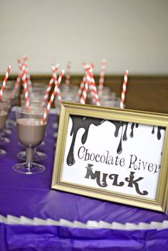 Willy Wonka Party drinks (Charlie & the Chocolate Factory) Wonka Chocolate Factory, Charlie Chocolate Factory, Golden Birthday Parties, Birthday Party For Teens, 5th Birthday, Birthday Ideas, Willy Wonka, Candy Land Theme, Chocolate Party