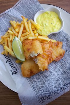 fish and chips English Fish And Chips, British Fish And Chips, Fish And Chip Shop, Pub Food, Fried Fish, Fish Dishes, Fish Recipes, The Best, Macaroni And Cheese