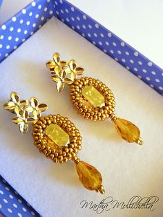 gold earrings beaded handmade earrings by Martha Mollichella - Lacasinaditobia Lacasinaditobia
