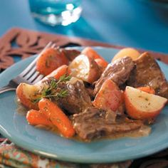 Melt-in-Your-Mouth Pot Roast Recipe- Recipes Slow-simmered and seasoned with rosemary, mustard and thyme, this tender and tasty pot roast is so easy to make and always a hit. Substitute burgundy or brandy plus a half cup of water for the broth Pot Roast Recipes, Potato Recipes, Slow Cooker Recipes, Crockpot Recipes, Cooking Recipes, Dinner Recipes, Cooking Tips, Dinner Crockpot, Game Recipes
