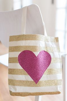 Valentine's Day tote: http://www.stylemepretty.com/living/2015/02/02/diy-glittery-valentines-day-totes/ | Photography: Ruth Eileen - http://rutheileenphotography.com/