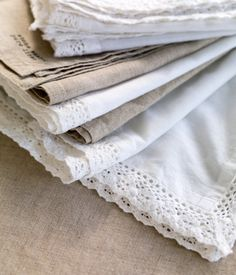vintage mismatch napkins (instead of plain) Modern Farmhouse Table, Farmhouse Chic, Fabric Ribbon, Linen Fabric, Dining Room Hutch, Linens And Lace, Linen Napkins, Vintage Fabrics, Vintage Tea