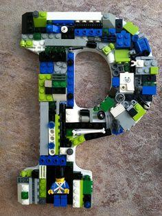 Dit is een P gemaakt van lego