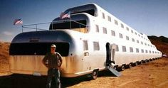 extreme homes - I'm pretty sure the wheels on this bus are pointless - Wohnwagen Strange Cars, Weird Cars, Cool Cars, Vintage Rv, Vintage Trailers, Tiny Trailers, Vintage Caravans, Custom Trucks, Custom Cars