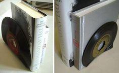 Aparador para livros com disco de vinil velho