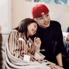 bangtan blackpink exo red Velvet Nct The boyz Kpop Couples, Cute Couples, Kim Meme, Exo Red Velvet, Bts Twice, Bts Girl, Jennie Kim Blackpink, Couple Aesthetic, Blackpink And Bts