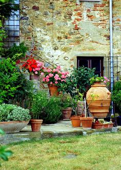 garden design tuscan style Tuscan Villa by Maggie McLaughlin Rustic Italian, Italian Home, Italian Villa, Italian Style, Tuscan Garden, Tuscan Style Homes, Country Landscaping, Mediterranean Home Decor, Tuscan Decorating