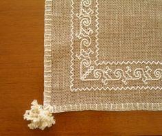 punto madama caterina Blackwork Embroidery, Embroidery Needles, Japanese Embroidery, Needle Lace, Bargello, Punch Needle, Filet Crochet, Diy And Crafts, Cross Stitch