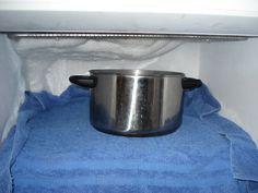 Staat er telkens een grote, dikke ijslaag op je te wachten zodra je je diepvriezer opendoet? Hoog tijd om 'm te ontdooien en uit te kuisen! Maar hoe doe je dat nu het best? Voorbereidend werk Zet de vriezer uit en maak 'm helemaal leeg. Bewaar de producten in een koelzak of frigobox. Heeft je diepvries … Continued